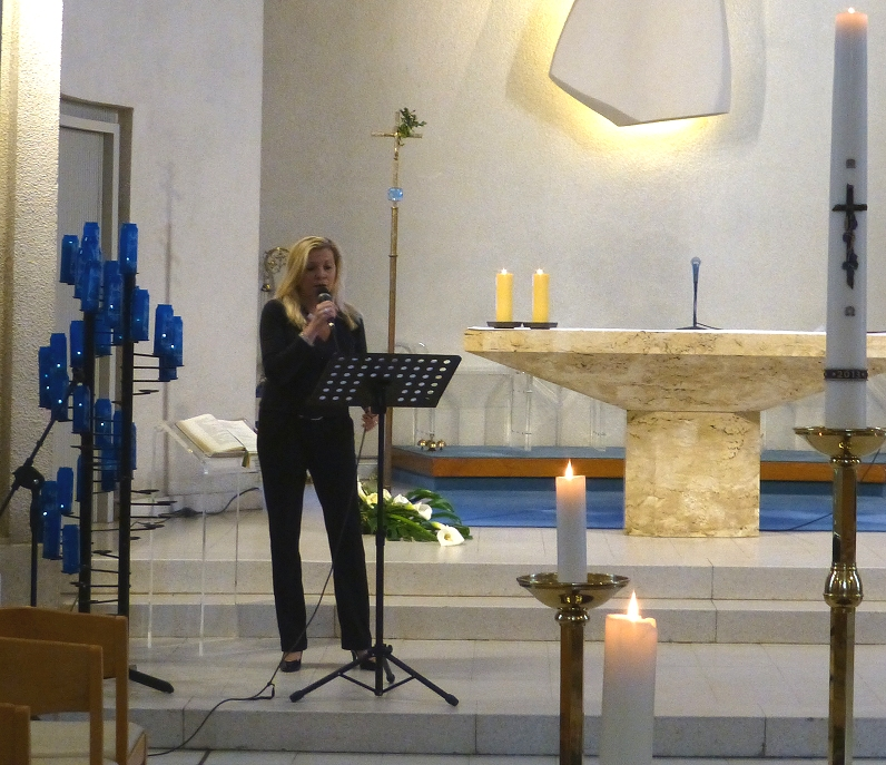 Manuela performing in the chapel of Koksijdend Church - April 2013